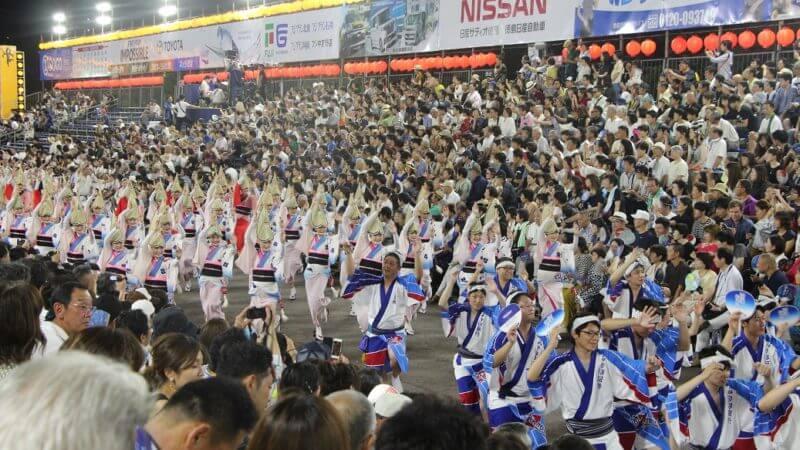 徳島県の本場の阿波踊り