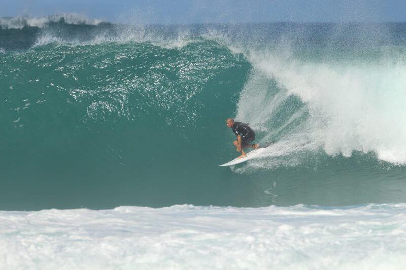 バックドアの波に乗るケリー・スレーター